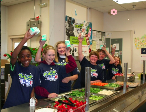 Students enjoy smart snacks in Ellensburg, Washington, thanks to Fuel Up To Play 60 Program