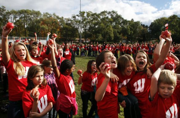 Michigan students crunch Michigan apples for world record