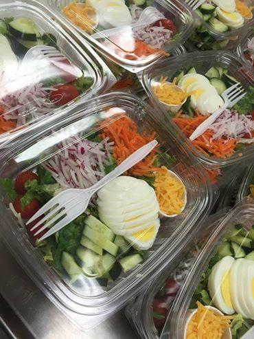 SD Trichet MacDonald Sky Oaks (District Minnesota 191) mengirim, mengatakan nya dapur & amp; amp; quot;! membuat salad terbaik sayuran & amp; amp; quot ;